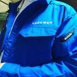 制服が決まりました。ロイヤルブルーという色らしいです。そして5月から、常時ふたり体制になります。